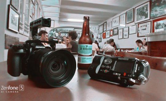 Viaggiare da soli: un paio di elementi dell'attrezzatura di ripresa di Andrea Sartori , in viaggio in solitaria da Milano a Palermo con il progetto di videomarketing on the road #VersoSud